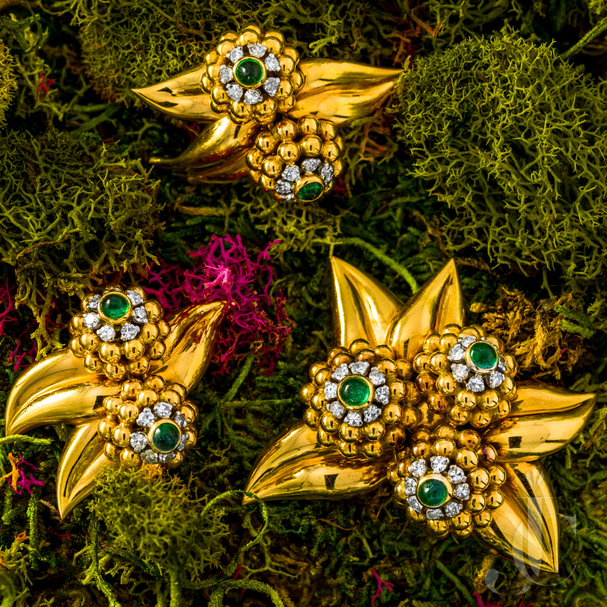 18 Karat Gold, Emerald and Diamond Suite, France