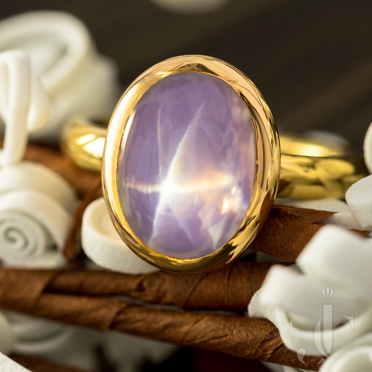 Lavender Star Sapphire Ring 18 Karat Yellow Gold