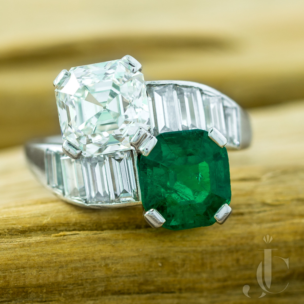 Colombian Emerald and Diamond Platinum Moi et Toi Ring
