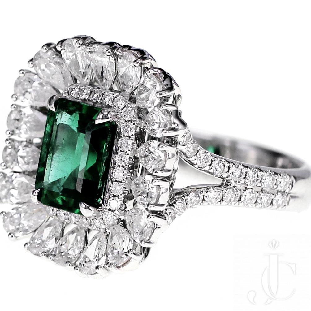 18 K 1.55 Carat Vivid Green Emerald and Diamond Solitaire Ring