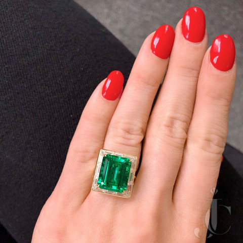 Harry Winston, 18kt Yellow Gold Emerald and Diamond Ring,  France
