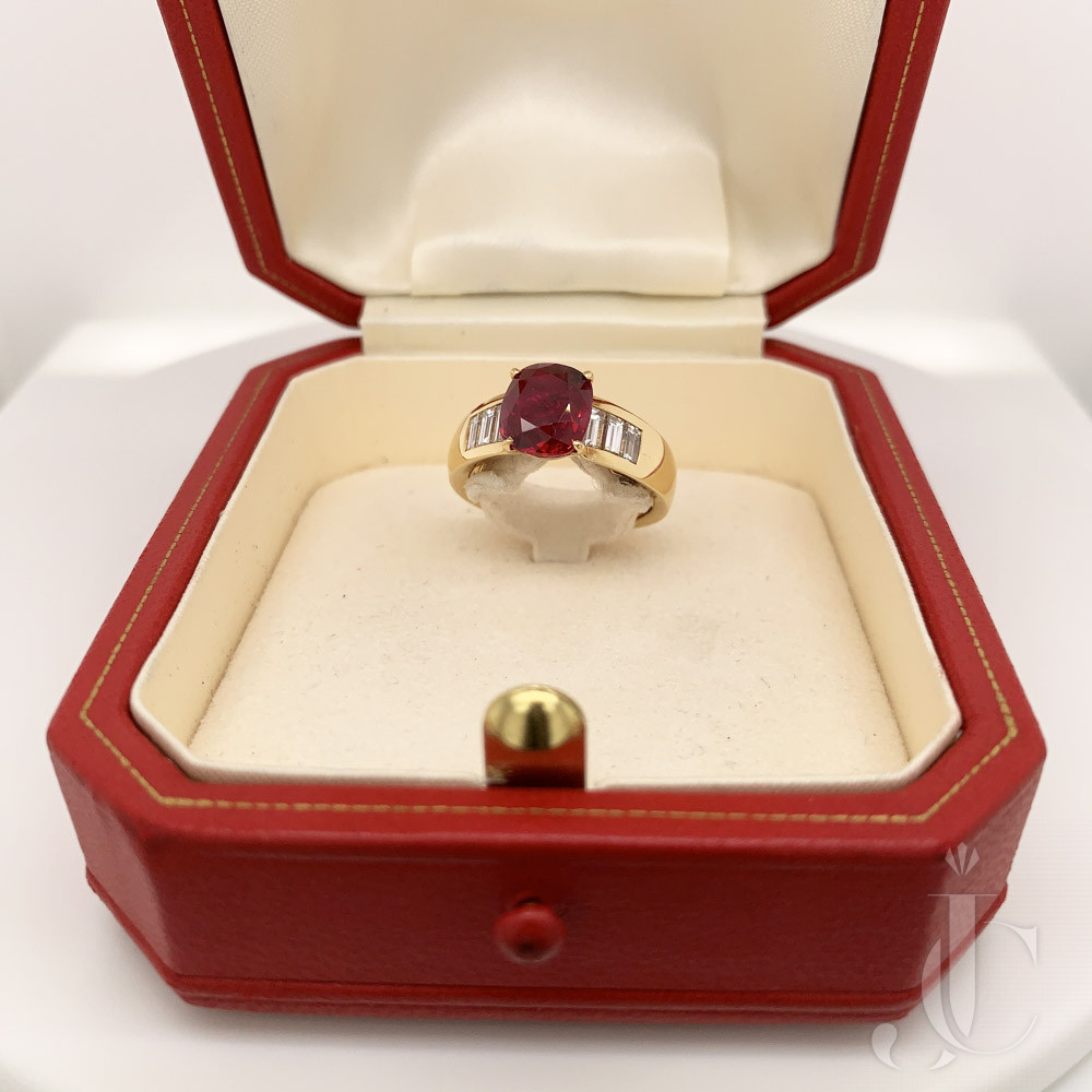 Pigeon Blood 18kt Yellow Gold Ruby 3.02 cts  Ring, Cartier Paris