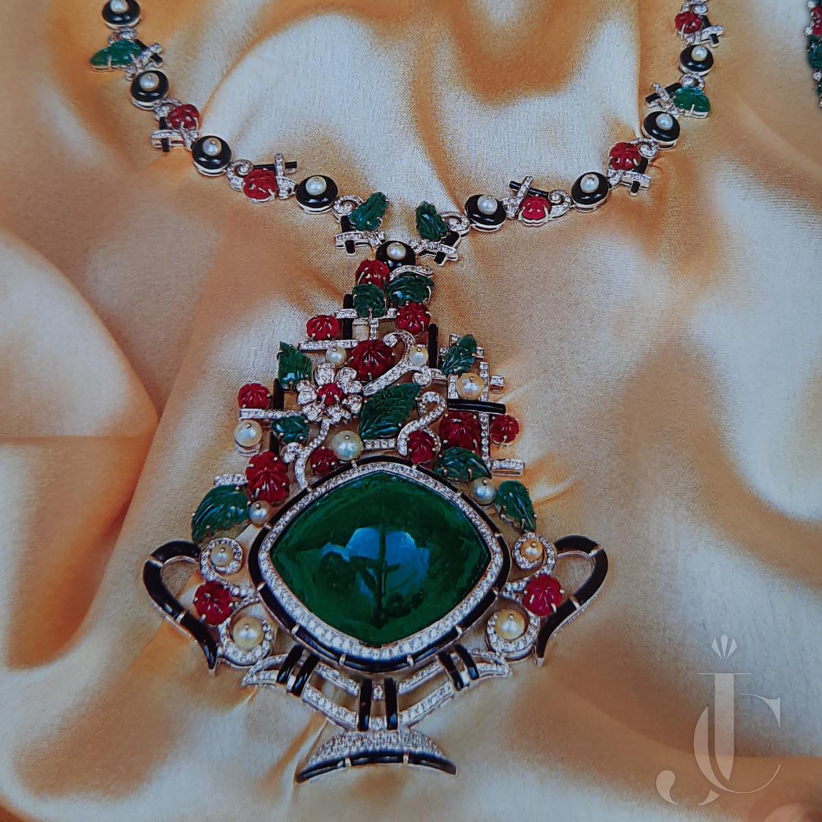 Very Unique Art Deco Style Emerald Cabochon Flower Design Necklace