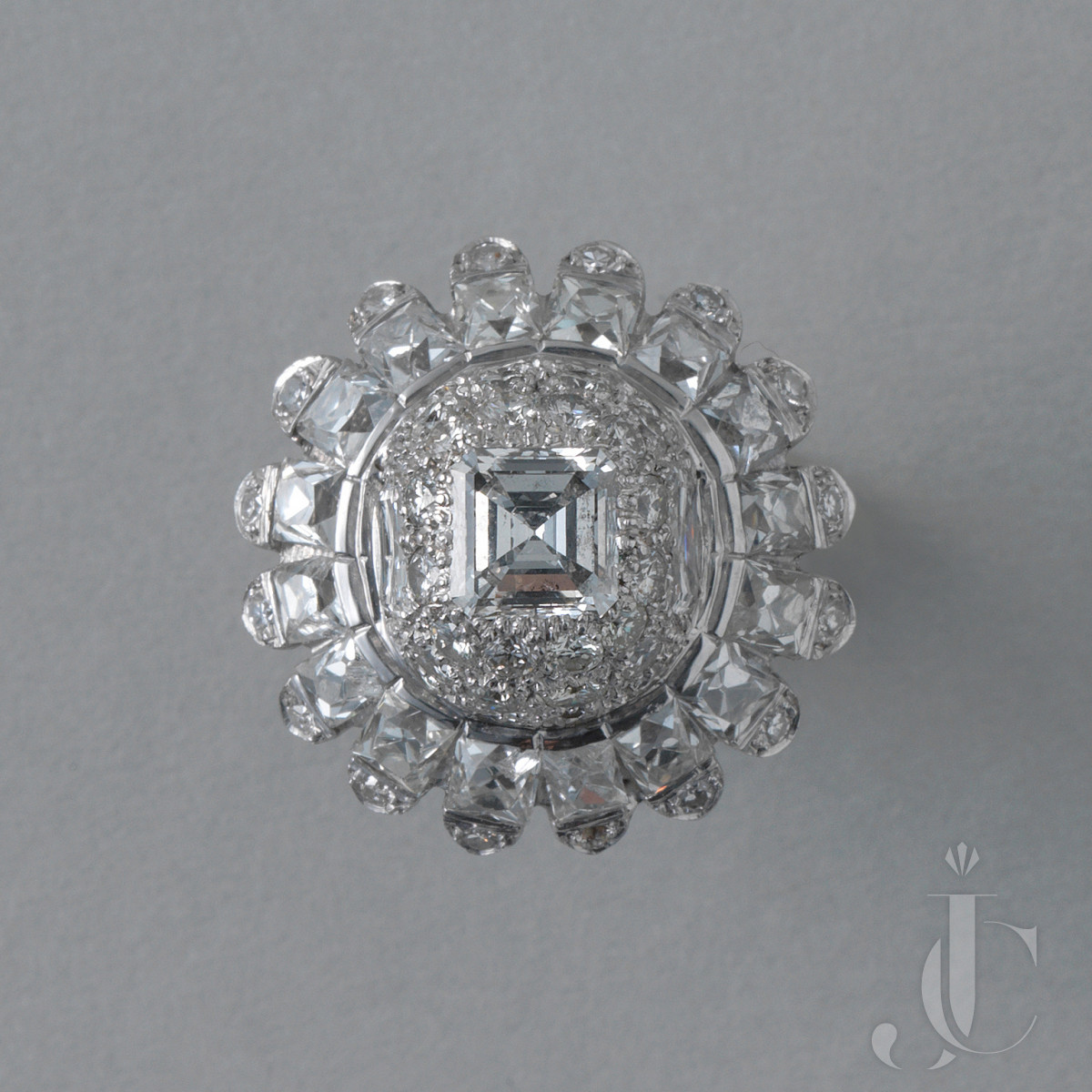 PLATINUM AND DIAMOND 1950s COCKTAIL RING