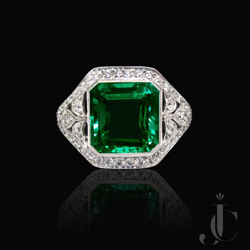 Platinum Art Deco Emerald and Diamonds Ring. New York, circa 1925