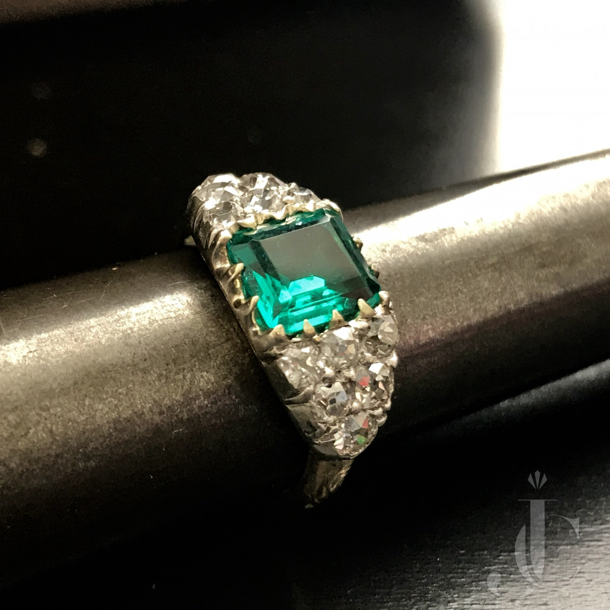 Antique untreated Colombian Emerald ring