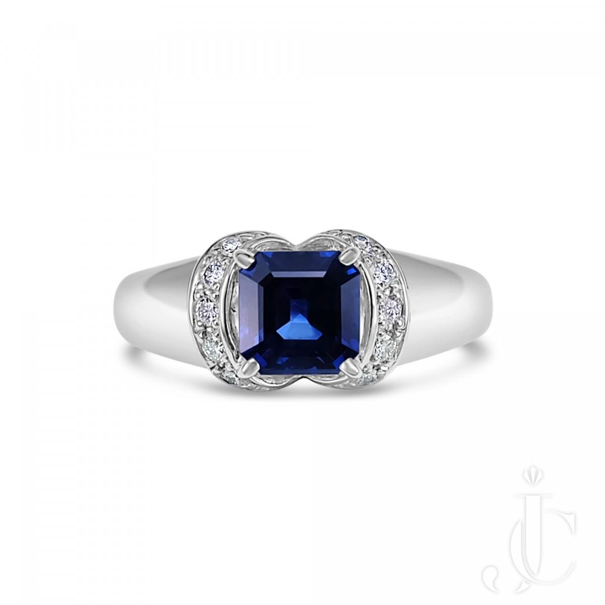 0.97 Carat Vivid Blue Sapphire Solitaire Platinum 900 Ring