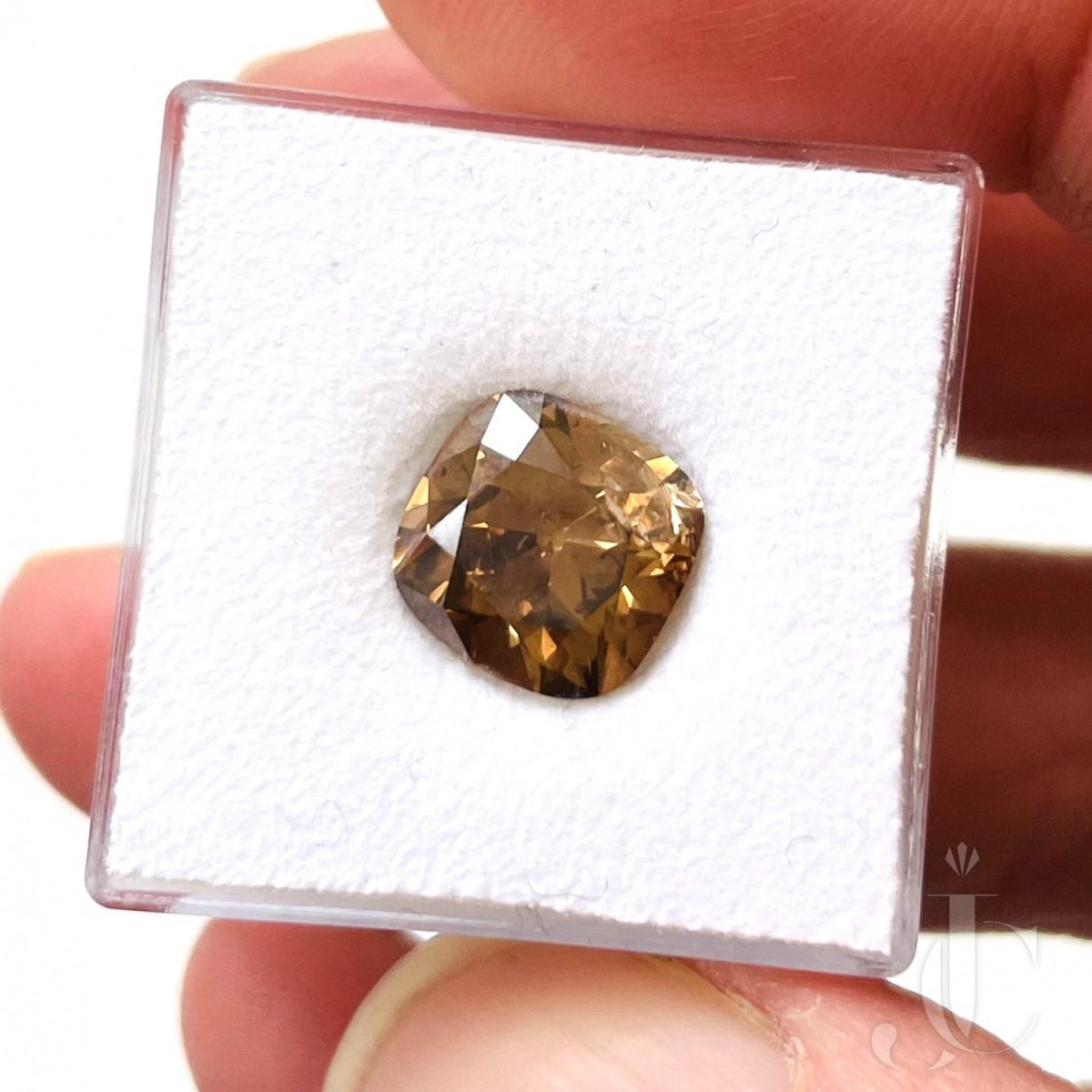 3,54 ct Deep braun Diamond Cushion