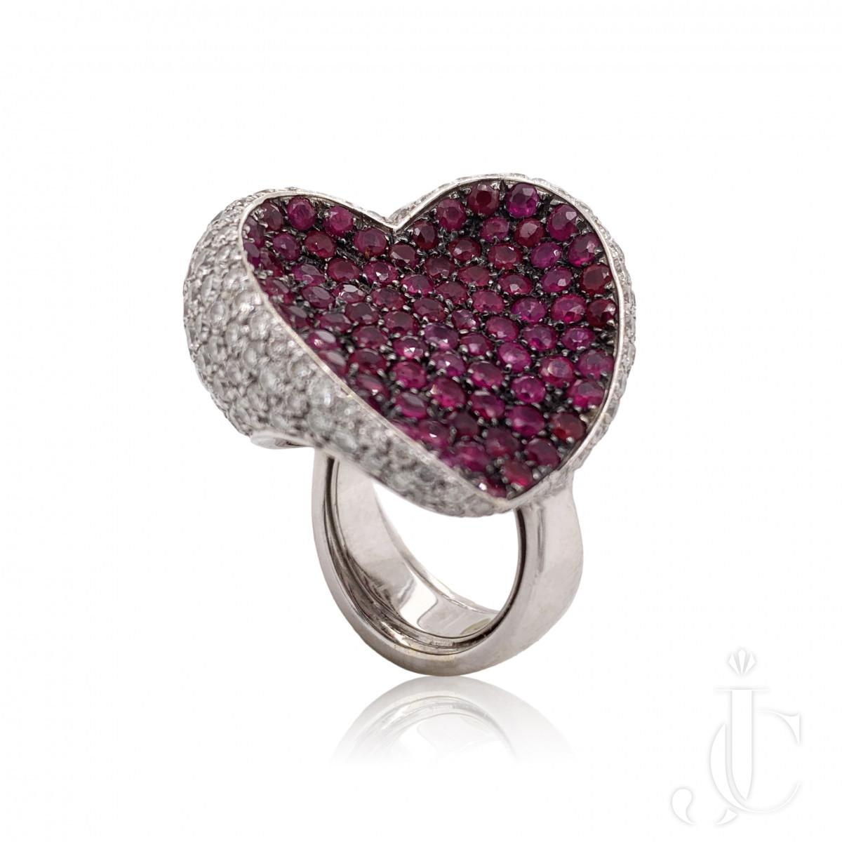 18kt wg Ruby Diamond ring