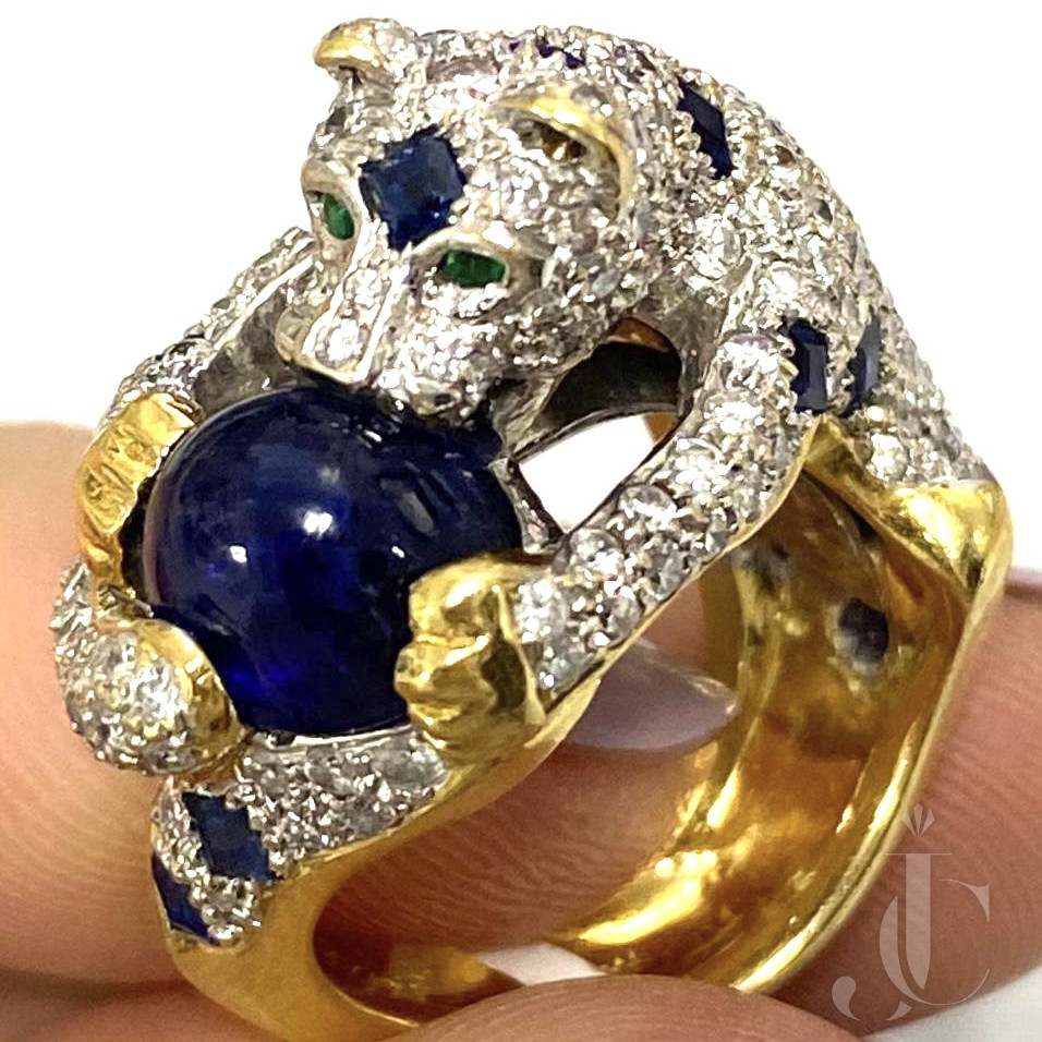 Extremely finely Crafted Panther Ring with diamonds Sapphires Emerlad