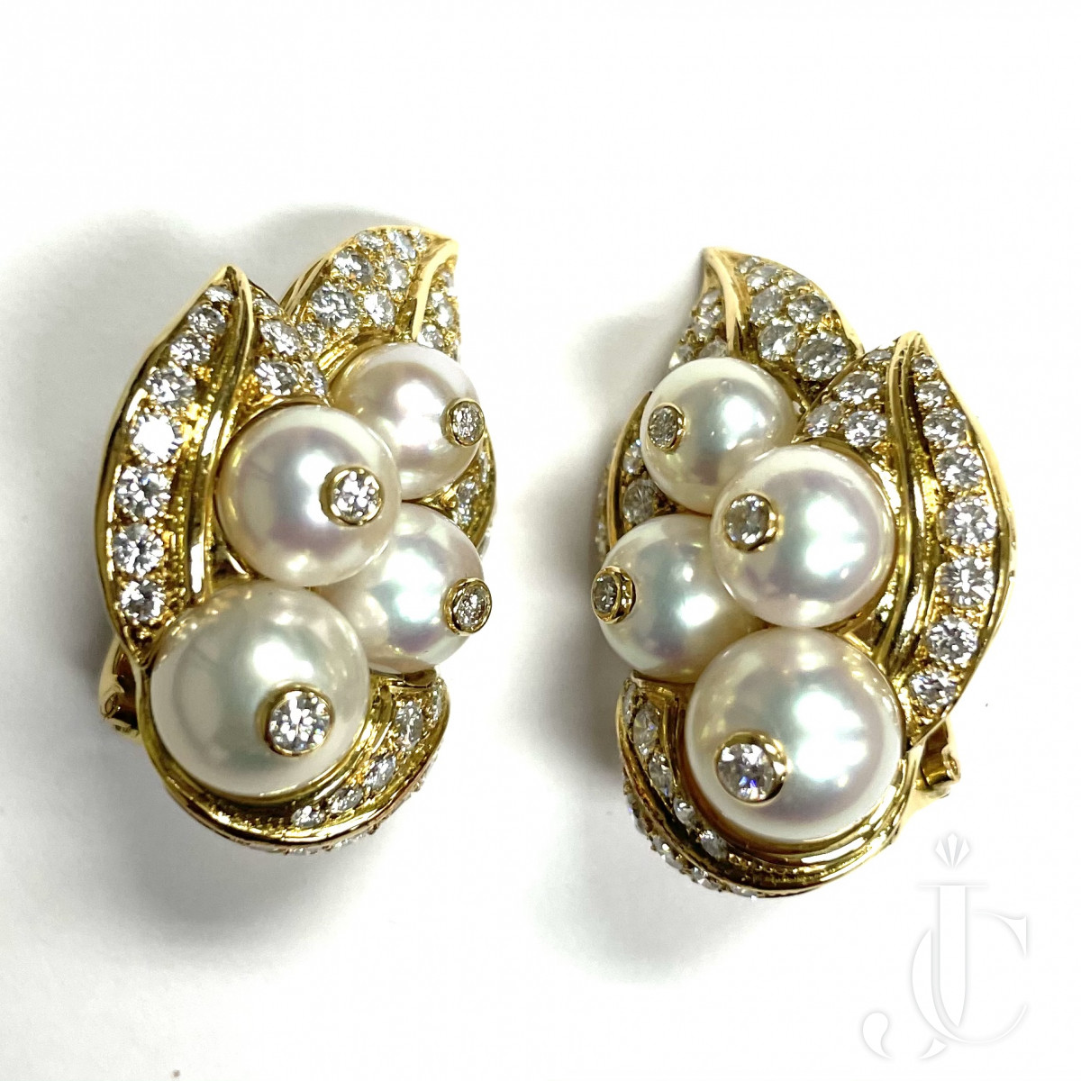 18 KT YG Pearl and Diamond pair of Earrings