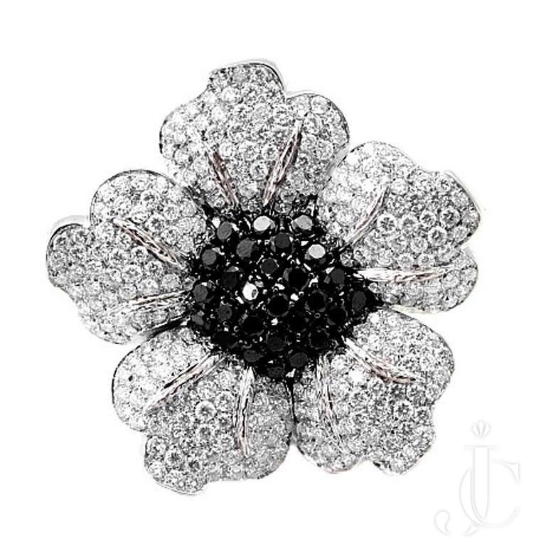 18 KT Floral Diamond Lady