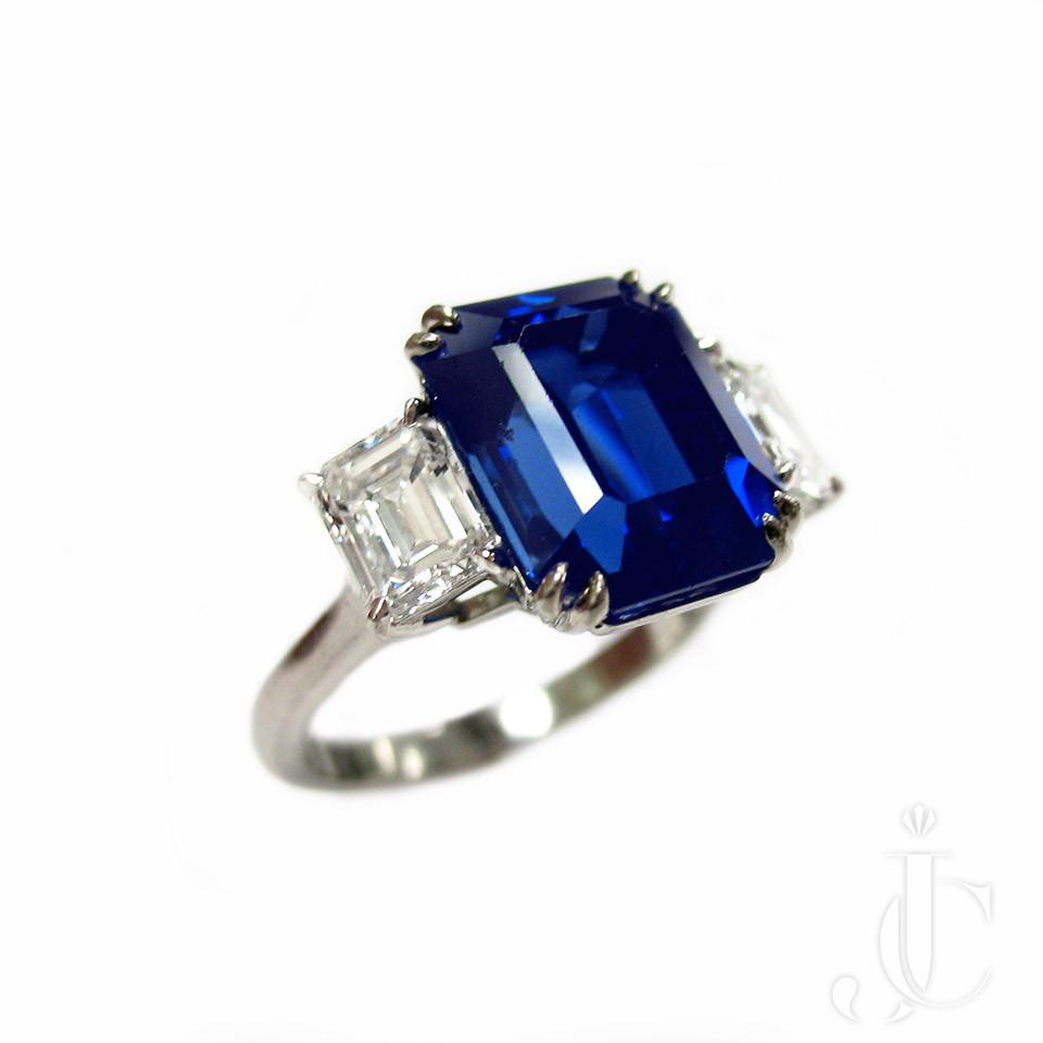 Plat Sapphire and Diamonds Ring
