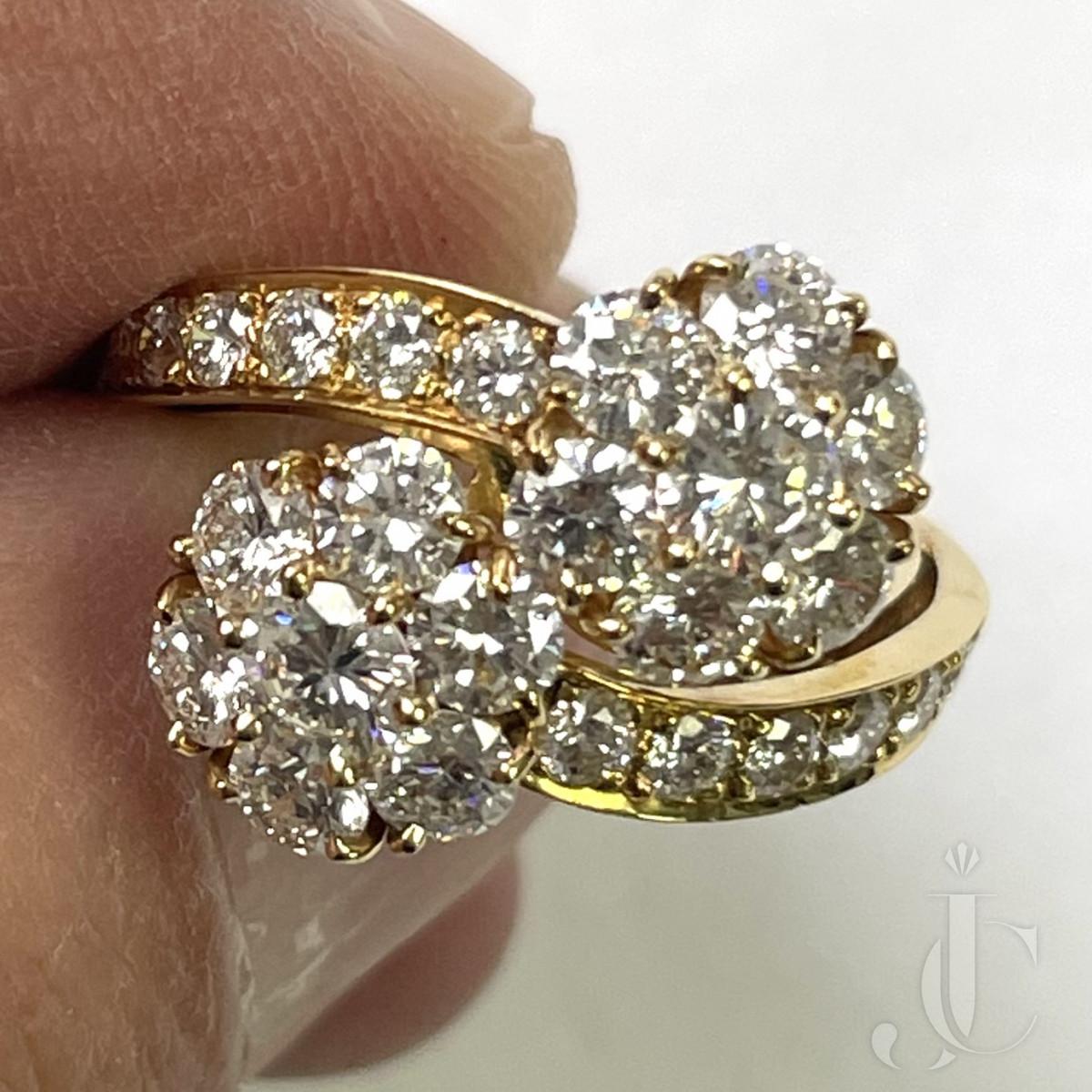 Gorgeous Van Cleef and Arpels Double Fleurette Diamond Ring
