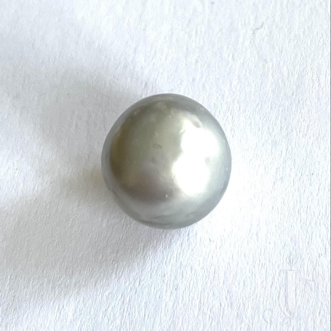 17,22 ct natural Pearl Bouton