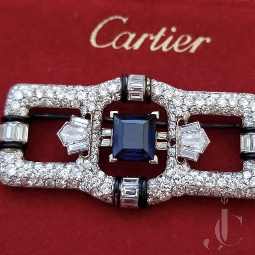 GORGEOUS CARTIER ART DECO BROOCH in Platinum With No Heat Sapphire and Diamonds