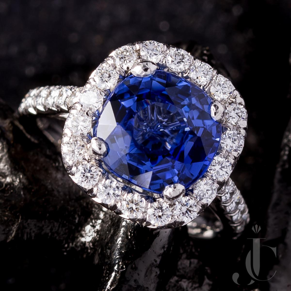 5.25 Carat NH Ceylon Sapphire and Diamond Ring
