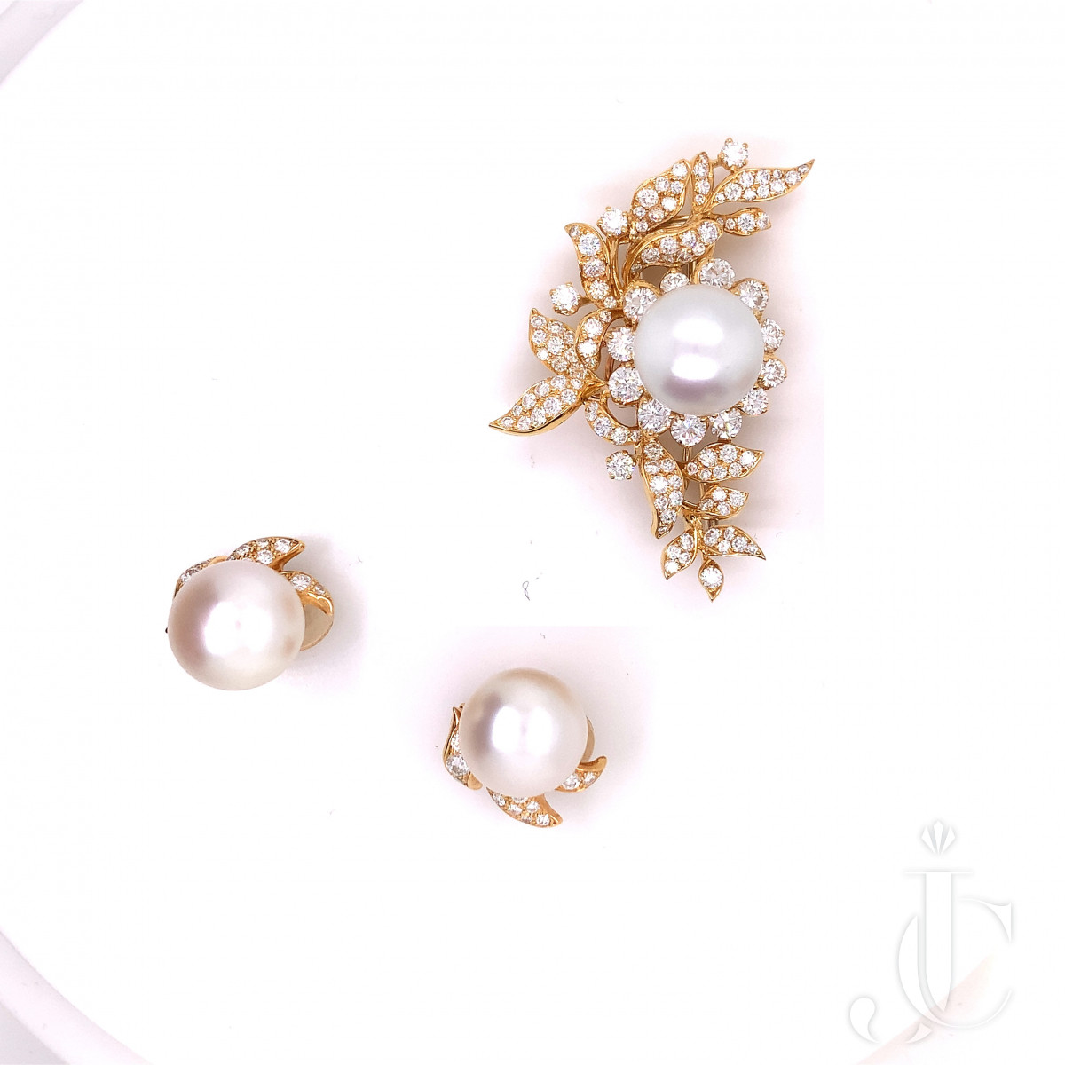 A set of diamond, cultured pearl and 18K gold brooch, earring by ALEXANDRE REZA.