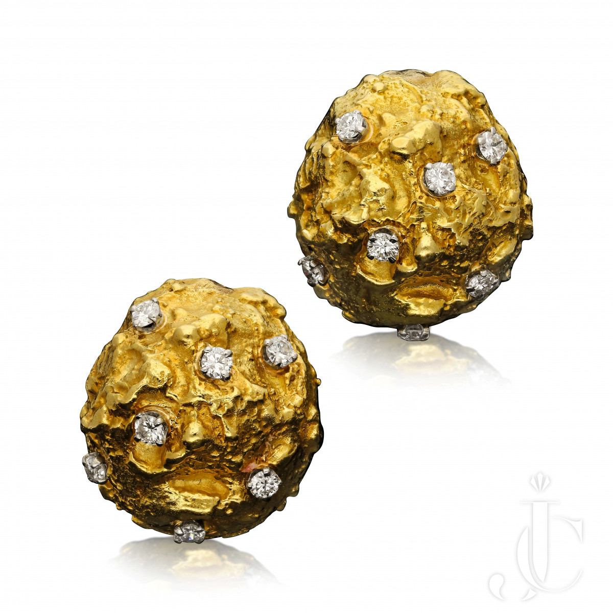 David Webb- Diamond & Gold Nugget Bombe earclips c.1960s