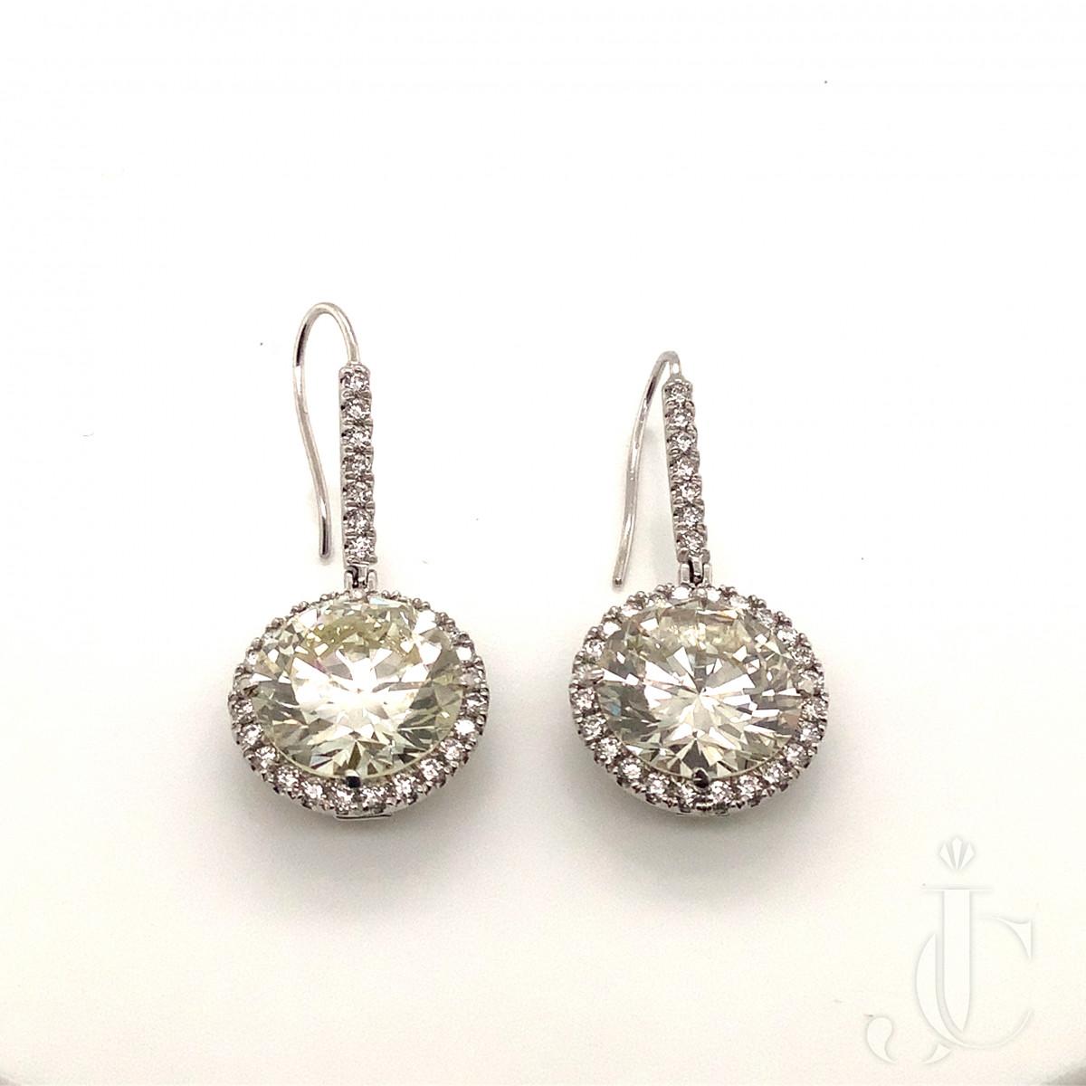 Important Pair of Diamond Drop Earrings