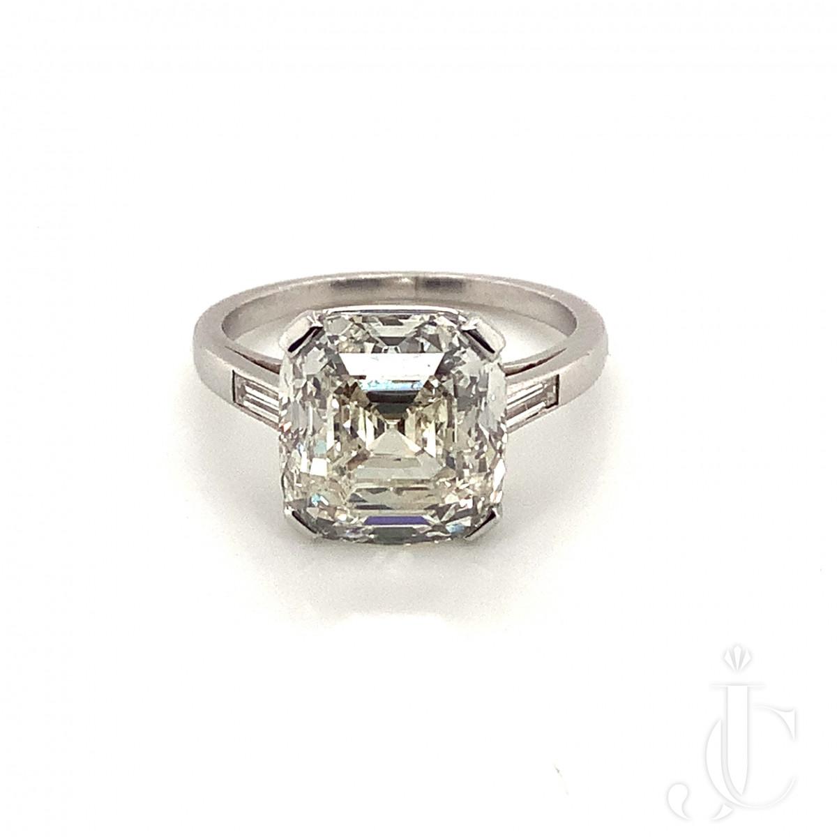 5.24ct Round-Cornered Ascher Cut Diamond Ring