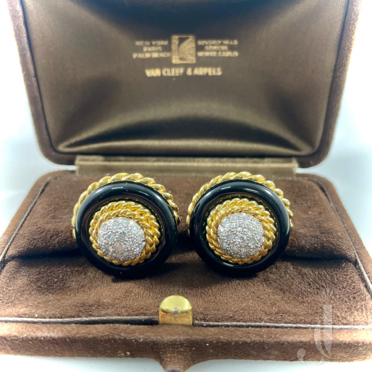Van Cleef and Arpels 18kt yellow gold, onyx and diamond earclips