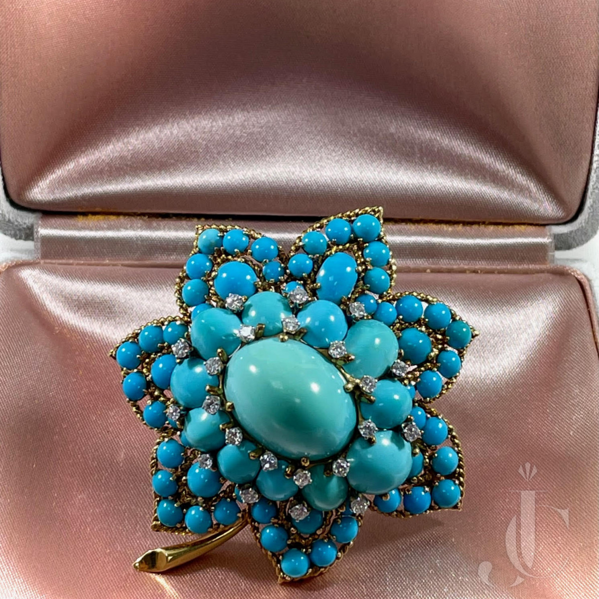 Van Cleef and Arpels 18kt yellow gold and turquoise brooch