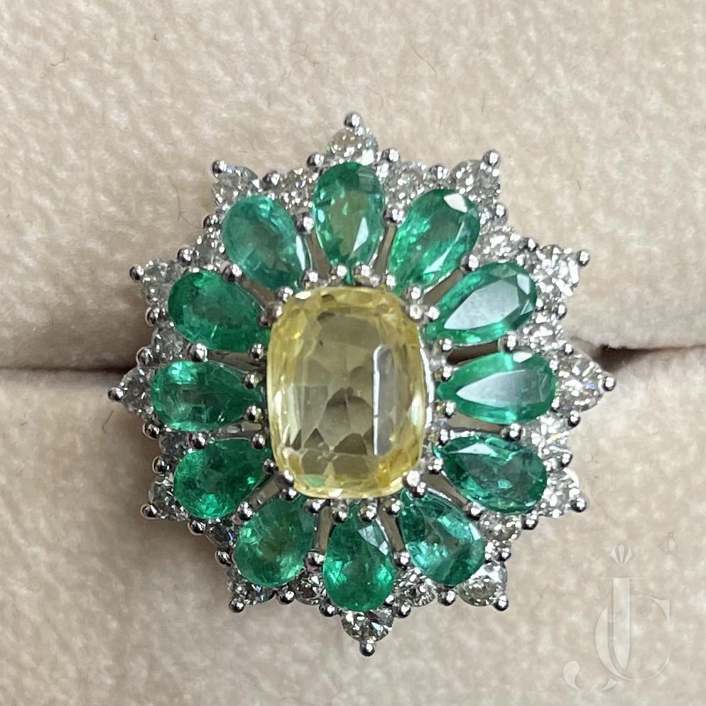 18 KT WG Yellow Sapphire, Emerald, Diamond Ring