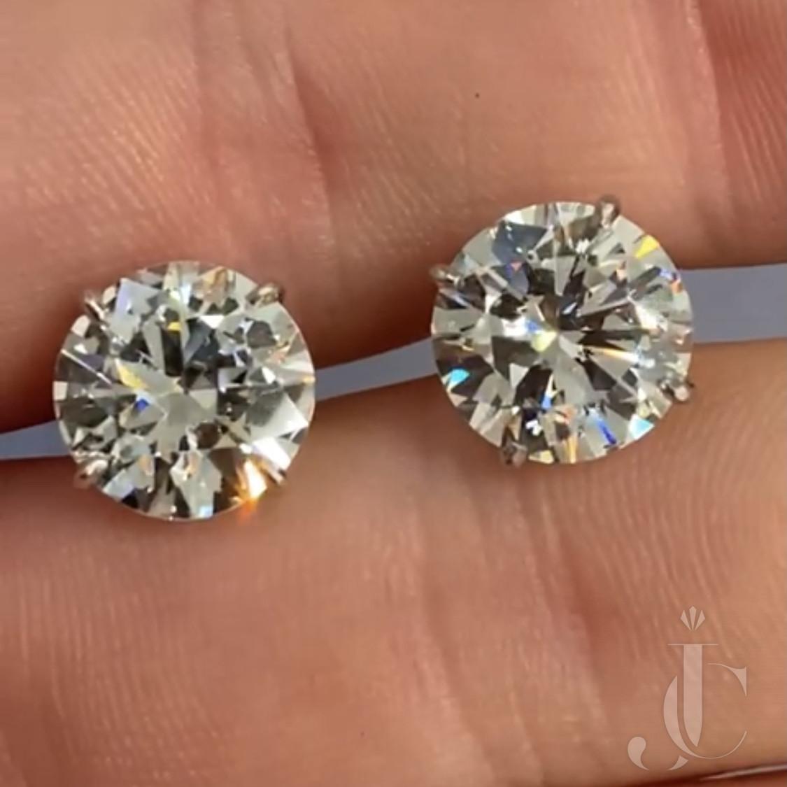 4.77ct J VVS2 & 4.35ct J SI1 Diamond Studs