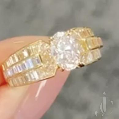 Stunning Van Cleef& Arpels Diamond Ring with 1.01 carat FVVS1 centre diamond